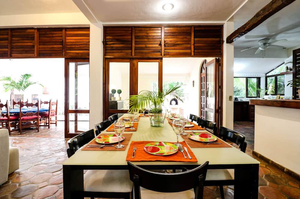 Villa - In-Room Dining