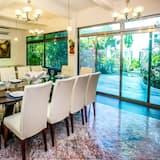 Villa - Tempat Makan dalam Bilik