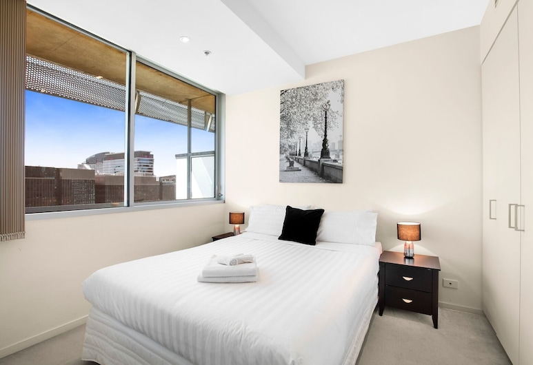 Living Corporate Liberty Tower, Melbourne, One Bedroom Apartment with Study and Balcony , Room
