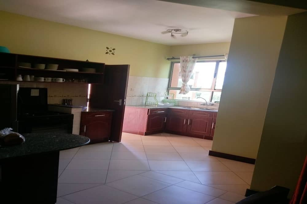 Family Apartment, Multiple Beds, Non Smoking - Living Room