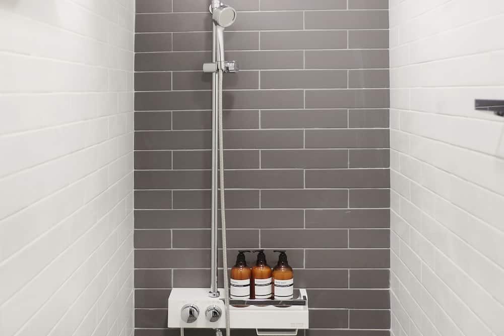 共用宿舍, 僅限女士 - 浴室淋浴