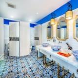 4-Bed Mixed Dormitory - バスルーム
