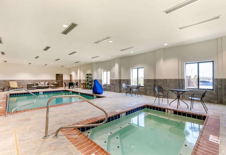 Comfort Suites, Tupelo, Pool