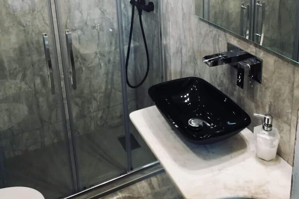 Classic Double Room, Private Bathroom (white) - Bathroom