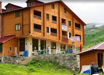 Picture of Yedigoller Hotel & Restaurant in Çaykara