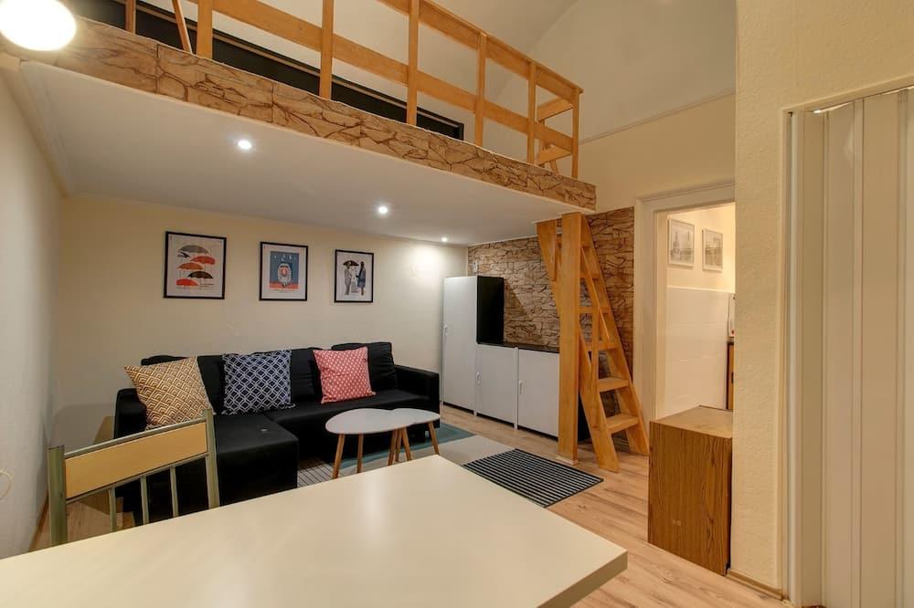 都會開放式客房, 1 張加大雙人床及 1 張梳化床 - 客廳