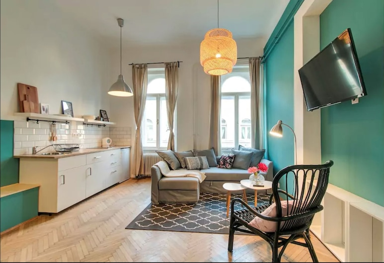 Highlight Ernesto II, Budapest, City Townhome, 2 Bedrooms, Living Room