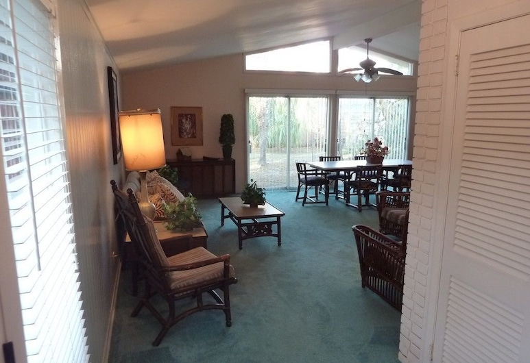 A Beachfront Palm House 5 Bedroom Home, Jekyll Island, House, 5 Bedrooms, Living Area