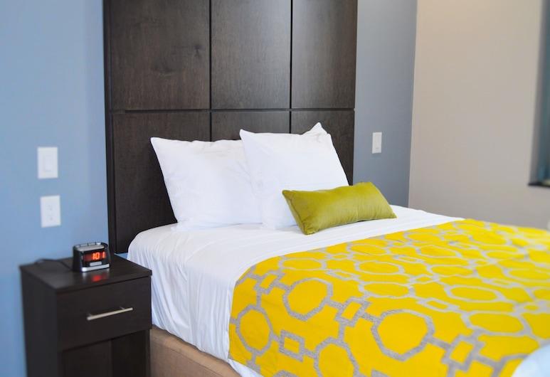 Voyage Hotel, Long Island City, Deluxe Room, 1 Queen Bed, Guest Room