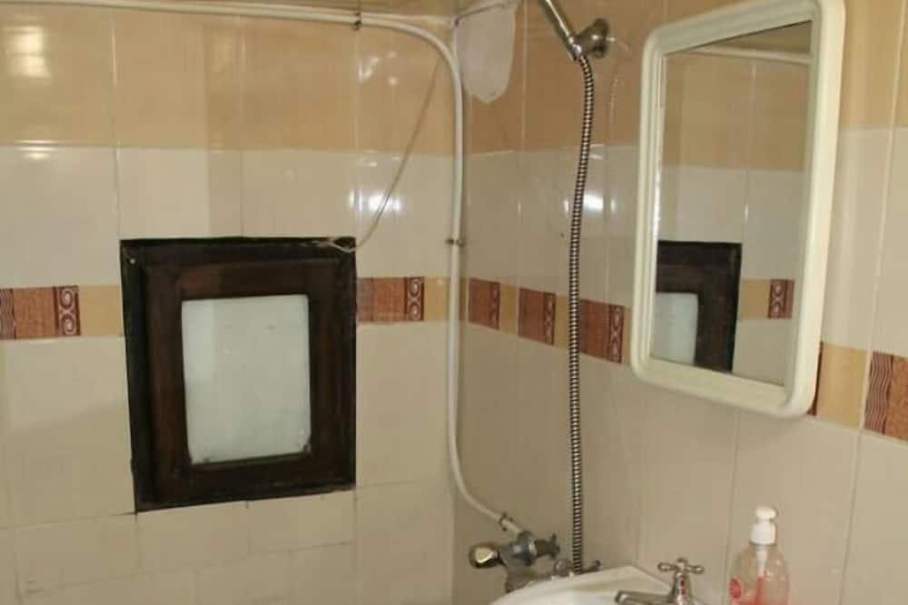 Osnovna trokrevetna soba, 2 spavaće sobe - Kupaonica