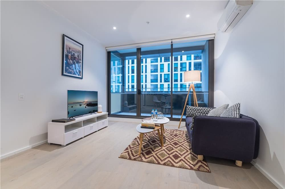 City Apartment, 1 King Bed - Living Room