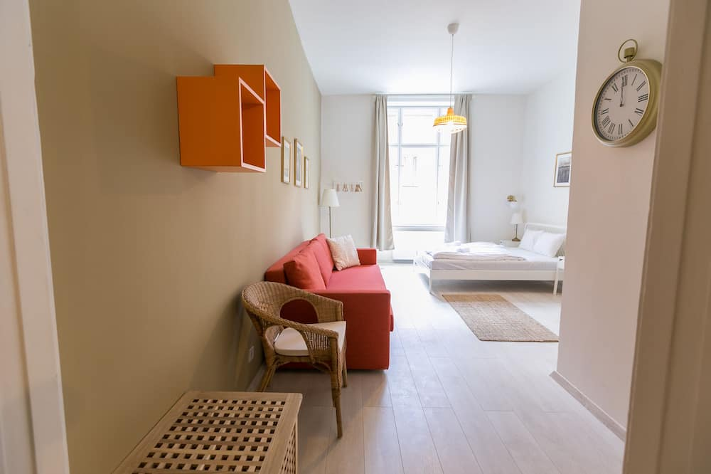 City Apartment, 3 Bedrooms - In-Room Dining