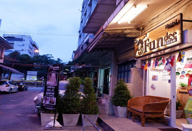 Fundee at Siam Hostel - Adults Only , Bangkok, Terras