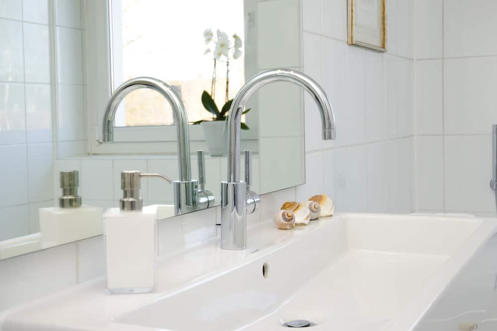Μονόκλινο Δωμάτιο - Νιπτήρας μπάνιου