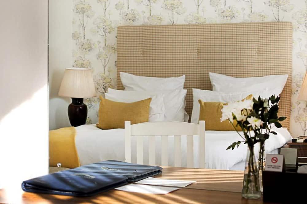 غرفة فاخرة مزدوجة أو بسريرين منفصلين - غرفة نوم واحدة - بحوض استحمام - غرفة نزلاء