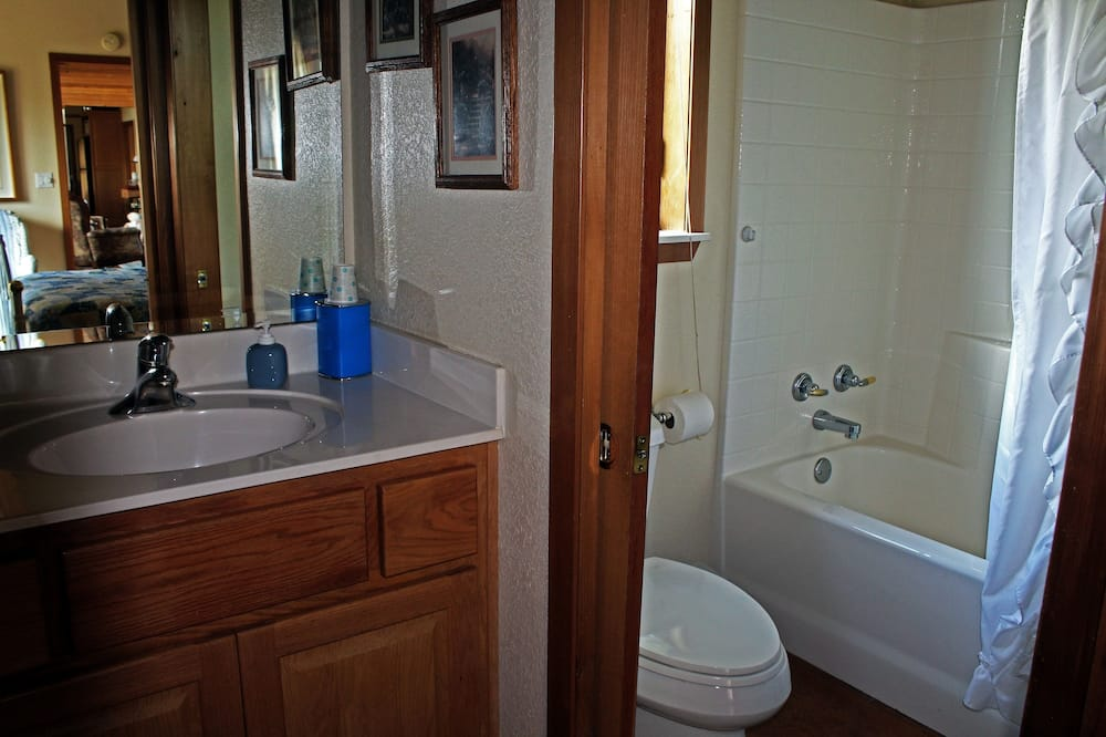 Habitación, 1 cama Queen size, bañera de hidromasaje (Ashley) - Baño