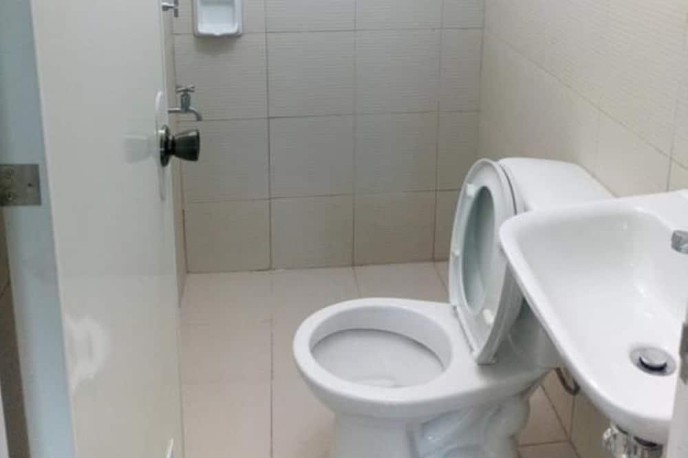 Shared Dormitory, Mixed Dorm (6 Beds) - Bathroom