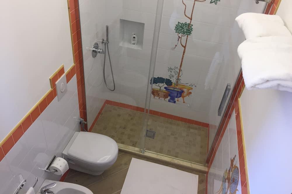 Kahden hengen huone, Näköala pihalle - Kylpyhuone
