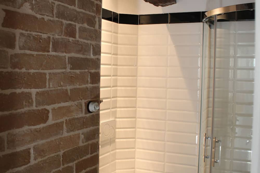 Apartemen Comfort, kamar mandi umum, pemandangan halaman - Kamar mandi
