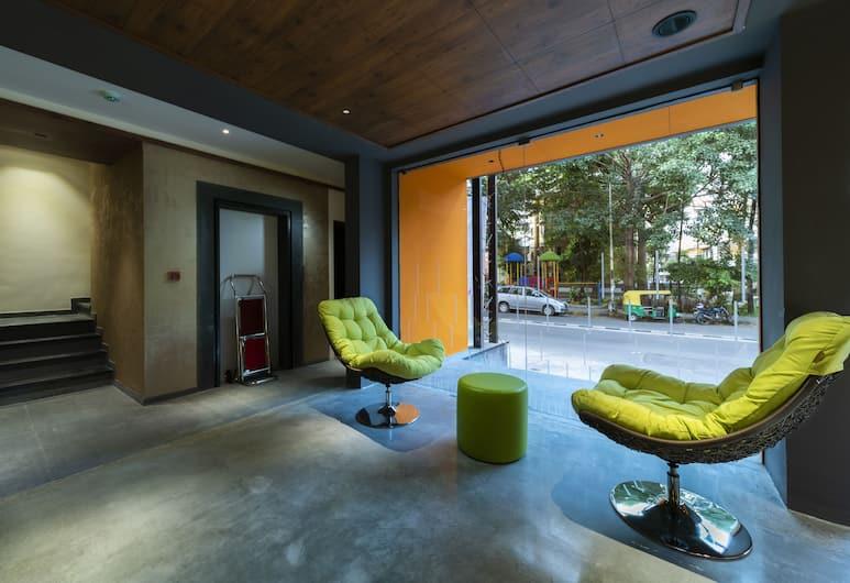 Bhagini Icon Indiranagar, Bengaluru, Sittområde i lobbyn