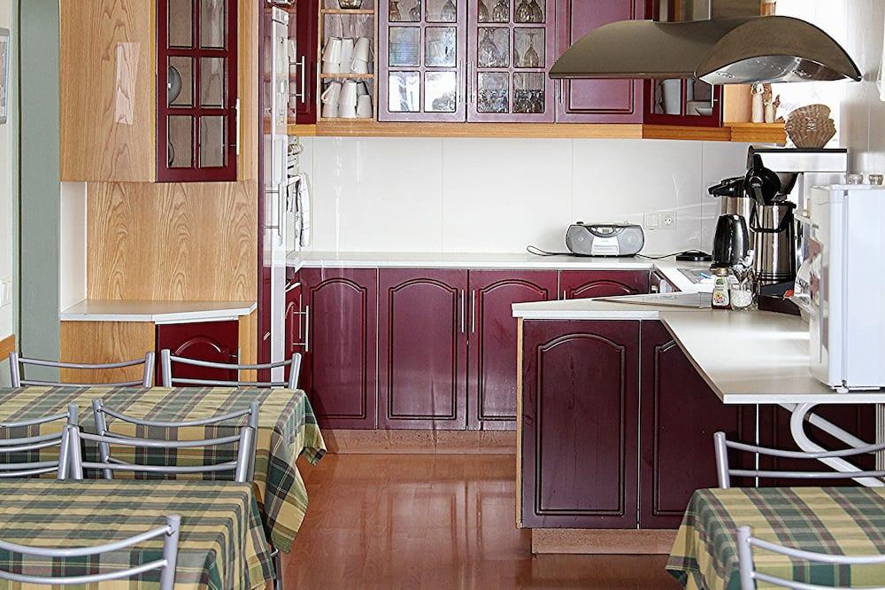 Værelse til 3 personer - privat badeværelse - Fælles køkken