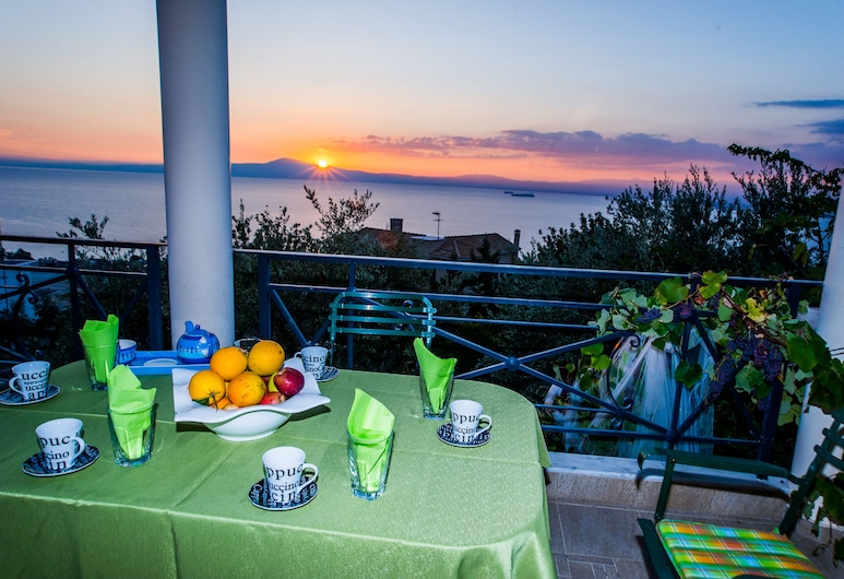 Villa close to  the beach - Long Sunsets, Kalamata, Terasa / vidinis kiemas