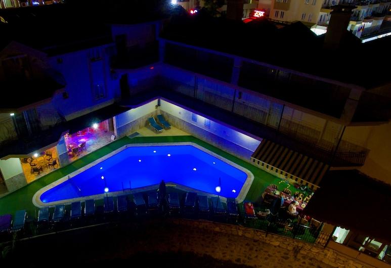 Ozlem Apart 2, Marmaris, Otelin ön cephesi (akşam)