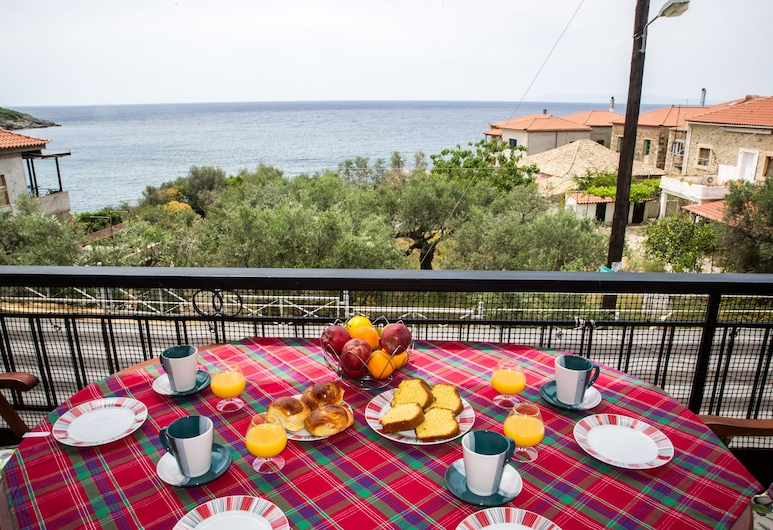 Traditional House With Seaview, Next To The Beach, Mani ovest