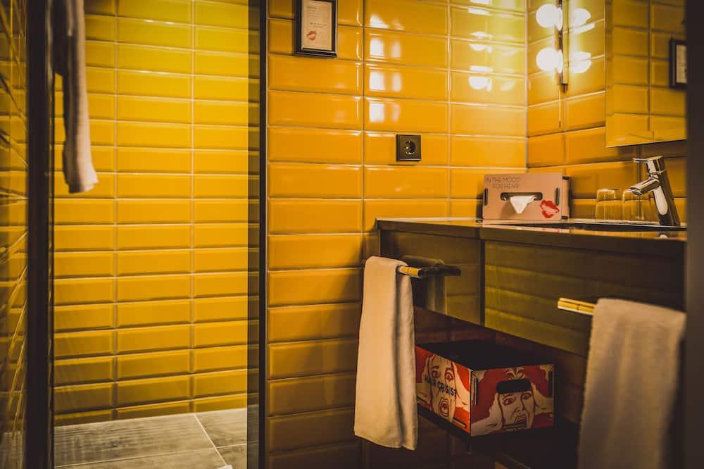 Studio (Medium) - Kylpyhuone