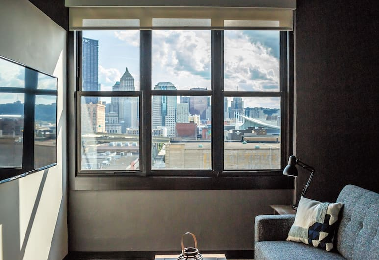 Stay Alfred at 1627 on The Strip, Pittsburgh, Standard Apartment, 1 Bedroom, Living Room