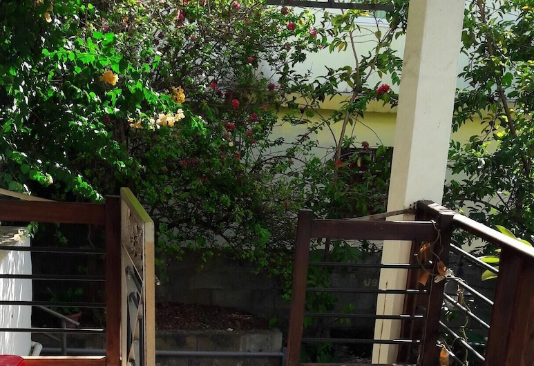 Apartment With 2 Bedrooms in Bambous, With Enclosed Garden and Wifi - 6 km From the Beach, Bambous, Hiên