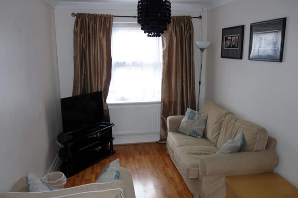 Townhome, 2 Bedrooms (4) - Living Room