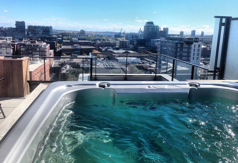 Luxury Old Montreal Condos with Rooftop Spa, Montreal, Piscina en el piso superior