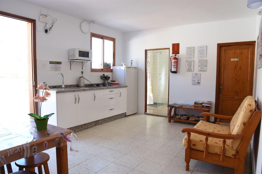 Jednolůžkový pokoj, společná koupelna - Společná kuchyně