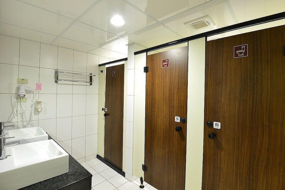 溫馨六人房 (6 單人床) - 浴室