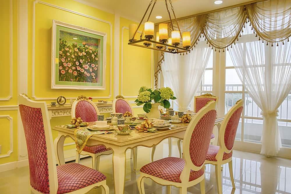 Luxury-Apartment, 1King-Bett, barrierefrei, Nichtraucher - Essbereich im Zimmer
