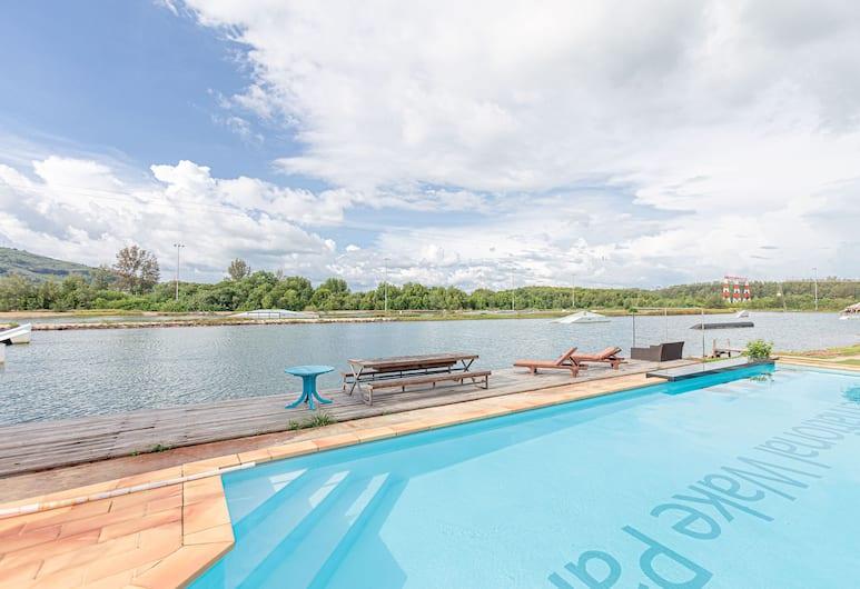 OYO IWP 威克公园酒店, 麦考, 室外游泳池