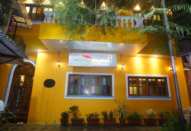 Mumbai Staytion Dorm - A Backpackers Hostel, Bombay, Otelin Önü - Akşam/Gece