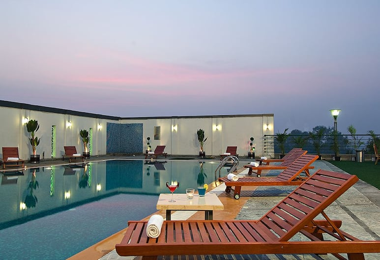 Mind Space Hotel, Pimpri, Pune, Pool