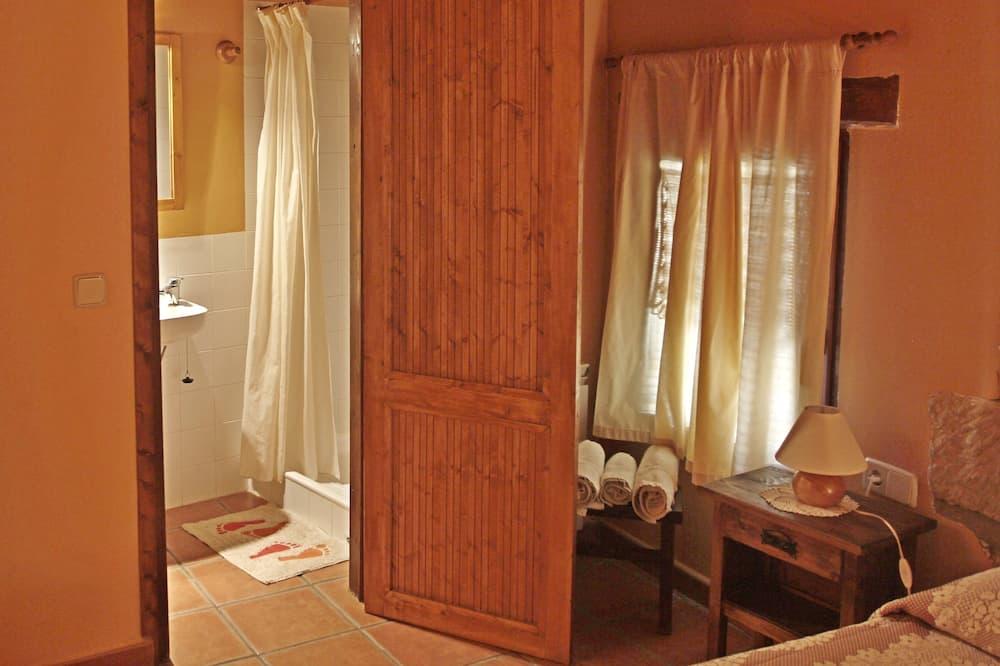 Classic Double Room (Encantada) - Bathroom Shower