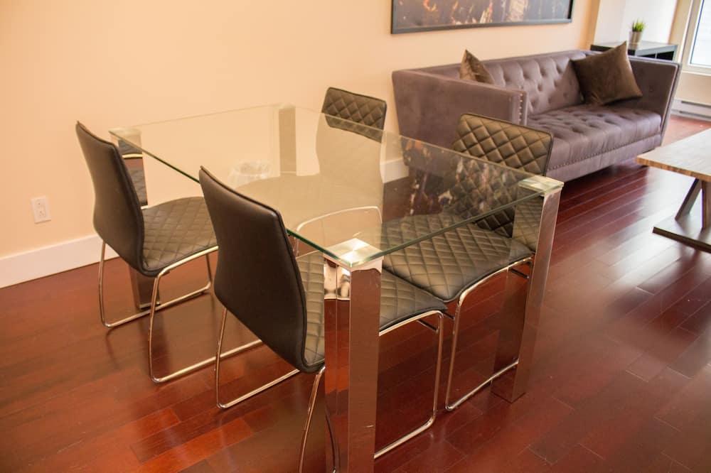 ดีลักซ์อพาร์ทเมนท์ - บริการอาหารในห้องพัก