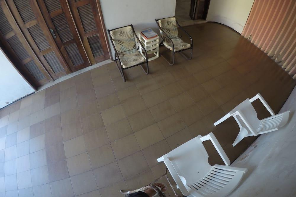 Royal Room, 1 Bedroom, Lanai, Garden Area - Guest Room