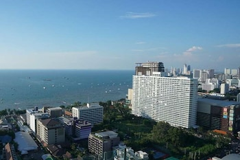 Foto The BASE Pattaya by UPlus di Pattaya