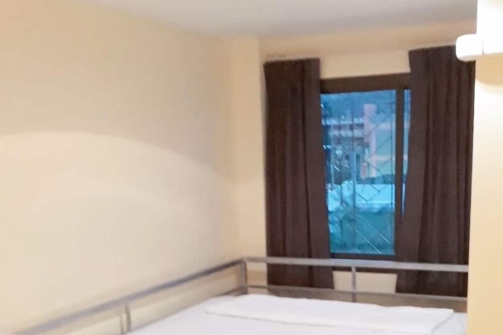 Standard Double Room with Shared Bathroom - Zimmer