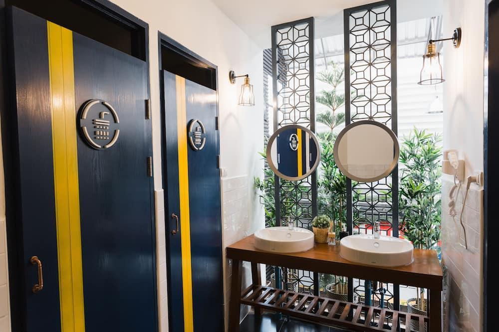 Basic Twin Bed with Shared Bathroom - Bilik mandi