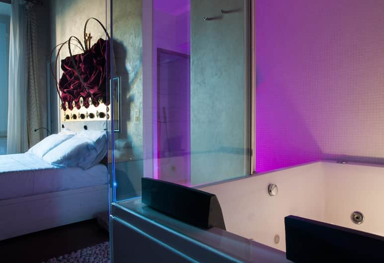 iRooms Jacuzzi Suites, Rome, Deluxe Double Room, Jetted Tub, Jetted Tub