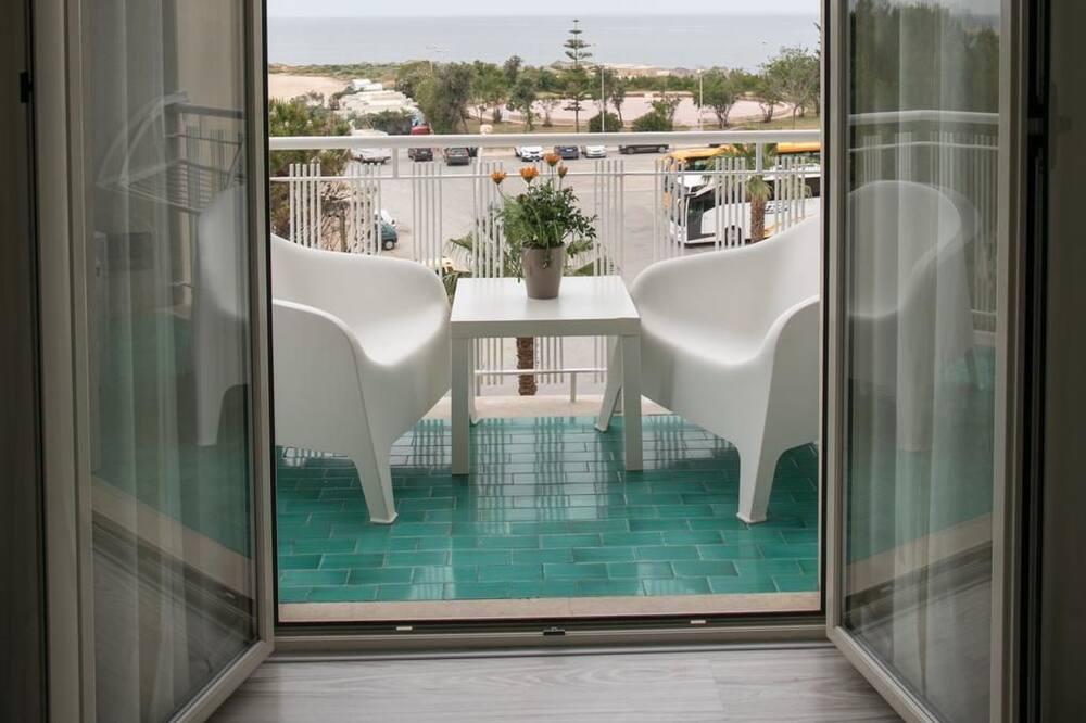 Апартаменты, 2 спальни, балкон, вид на море - Главное изображение