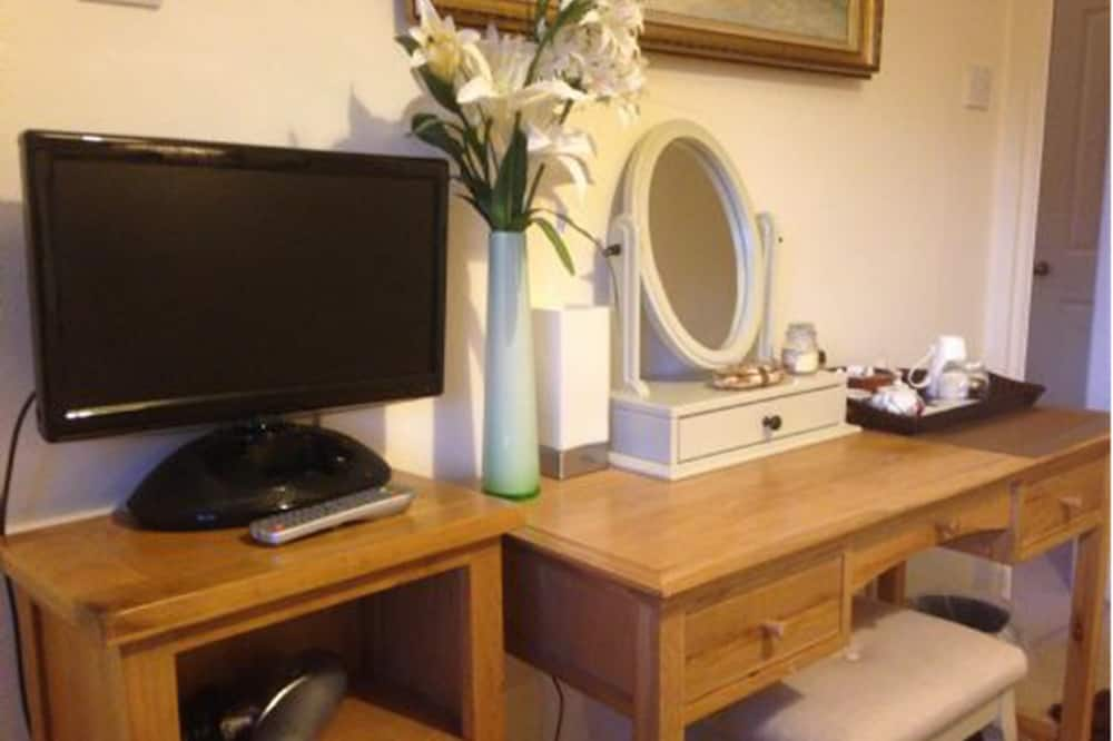 Double Room, 1 Double Bed, Non Smoking - Television