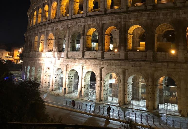 Ma Belle Maison, Roma, Esterni