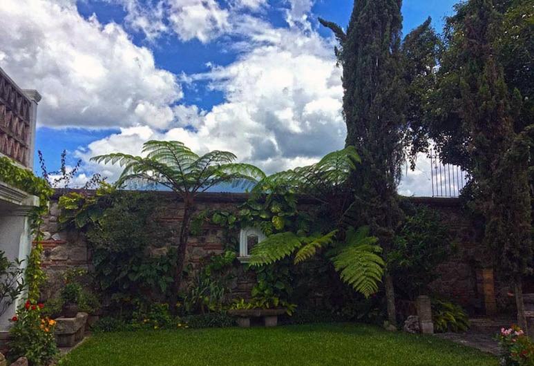 Casita San Sebastián, Antigua Guatemala, Kert